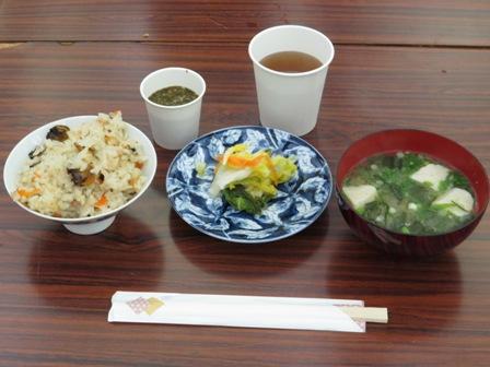 用意していただいた赤貝ご飯、味噌汁、アカモクの酢の物、漬物