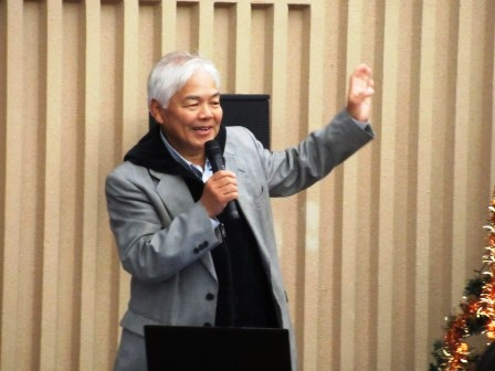 赤貝養殖の現状について講義する 中海漁業協同組合の戸谷久人組合長