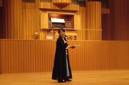 講師の米山麻美氏 プラバホールの専属オルガニストです