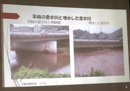 八雲中学校の下流に位置する神納橋と増水した意宇川 氾濫危険水位の2.7mを超え、橋桁から30cmの所まで水位が上昇した