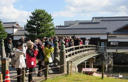 松江歴史館前の堀川からスタート