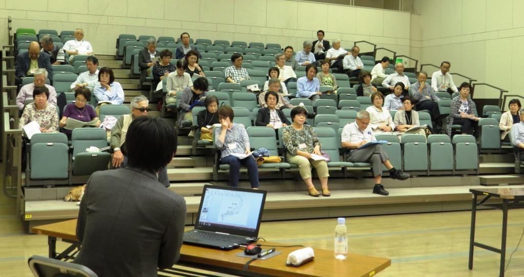 中安講師の講座に聴き入る受講生
