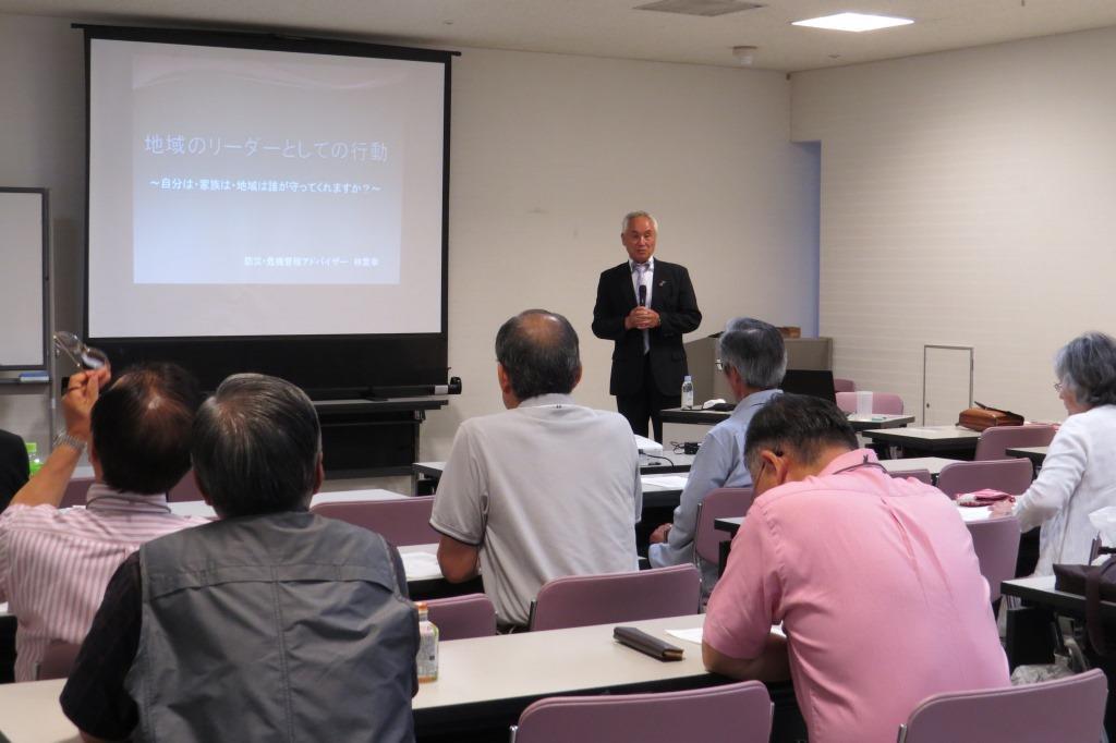 今年4月に発生した島根県西部地震の被害状況に耳を傾ける受講生