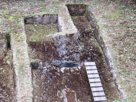銅剣発見場所の右手7mの場所では、国内最古といわれる型式の銅鐸が発見された!!