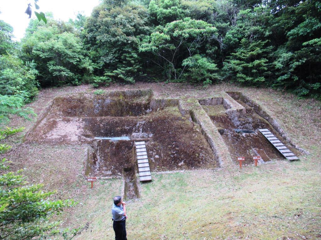 35年前の昭和59(1984)年7月 358本もの大量の銅剣が発見された荒神谷遺跡(向かって左側の遺跡)