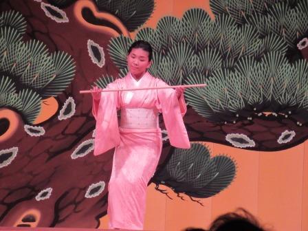 舞台を利用した日本舞踊 いつもこの舞台で練習しているそうです