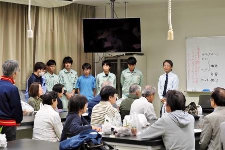 実習・施設見学 沢山の生徒さん達に教えて頂きましたまた、世代間交流も楽しく行えました