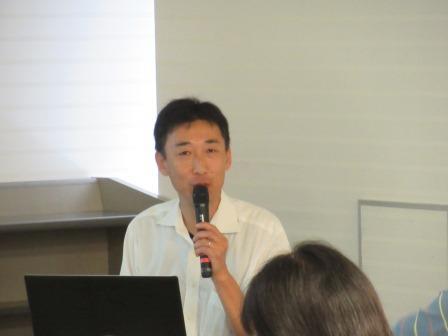 講師の古代文化センター専門研究員の原田さん。                                                                 弥生時代に稲作が始まったと話す