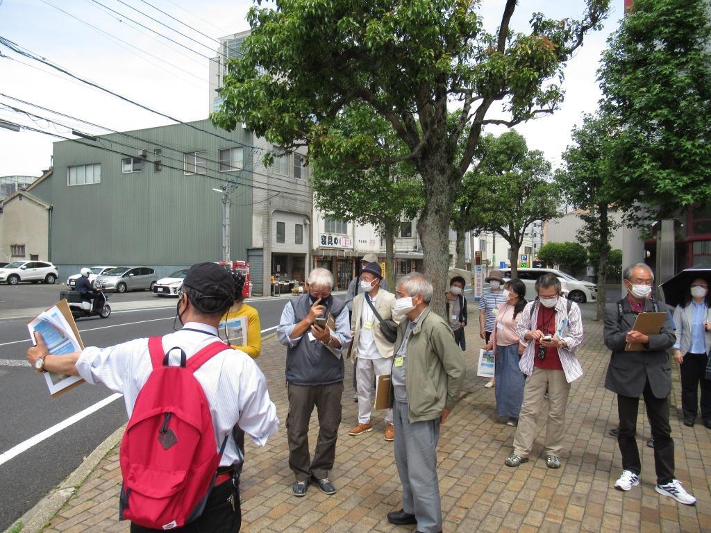 市民活動センター前の大橋通りの交差点 この場所の標高は3.5メートル